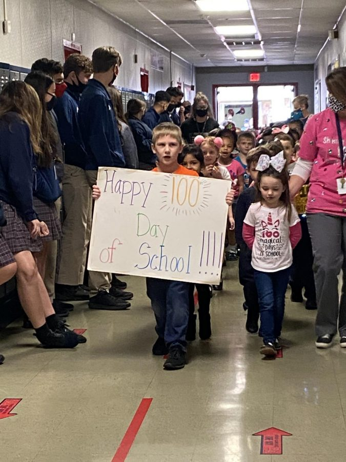Riverside+preschoolers+paraded+through+the+school+to+celebrate+the+100th+day+of+school+
