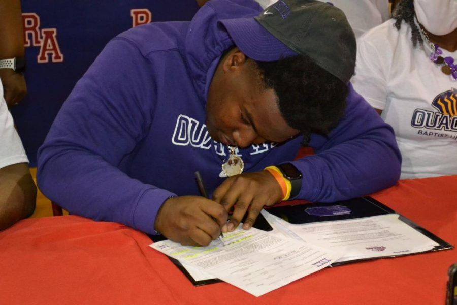 Defensive lineman Nick Washington signed with Ouachita Baptist University